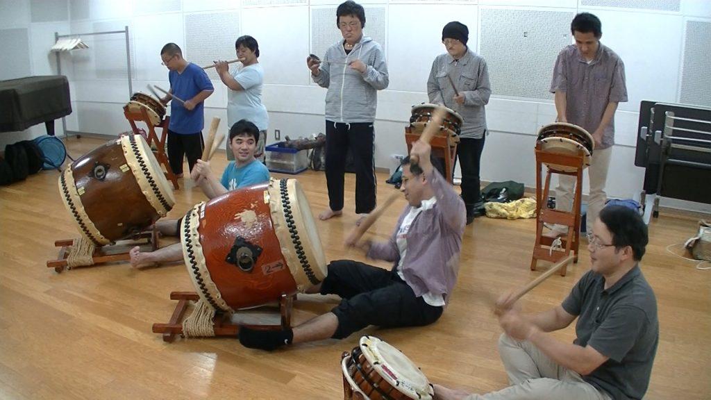参加者全員で秩父屋台囃子の練習